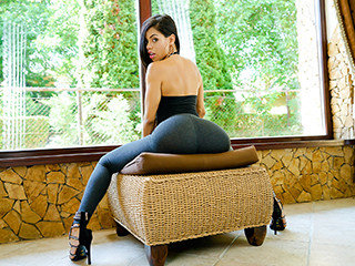 Sexy Latina Shows Us Her Positions